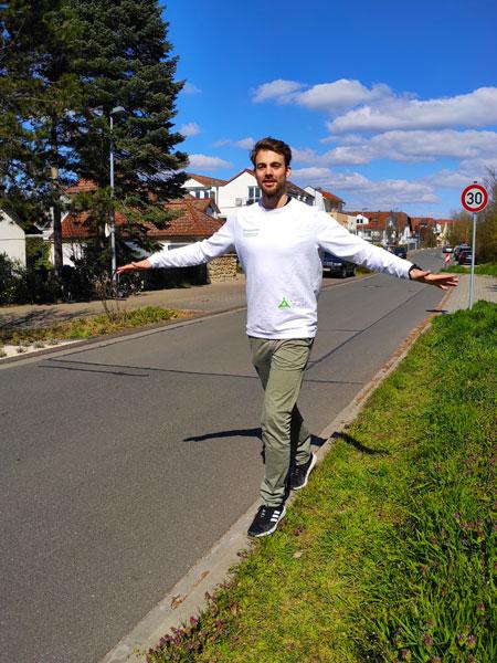 mymedAQ Magazin: Fitness-Übung Balanceakt mit Jan Hayduk