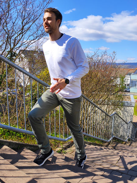 mymedAQ Magazin: Fitness-Übung Treppen-Workout mit Jan Hayduk
